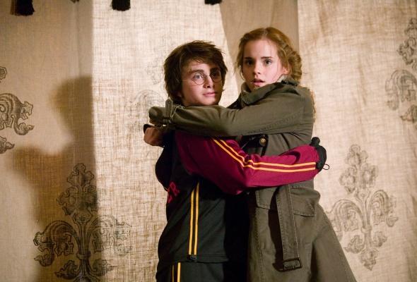 Обои Гарри и Гермиона обнимаются на рабочий стол » Гарри ...